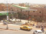La sécurité du chantier est assurée par des policiers qui y montent la garde 24H/24H pour dissuader la population qui avait multiplié les manifestions dans les rues menaçant de déloger les installations.